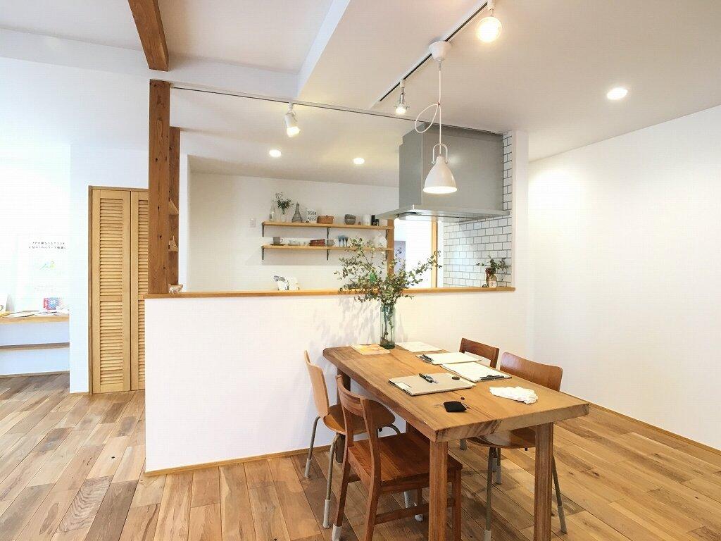 紙クロス、自然素材の家、ナチュラルテイスト、無垢建具、ウッドワン、那須塩原、高断熱高気密