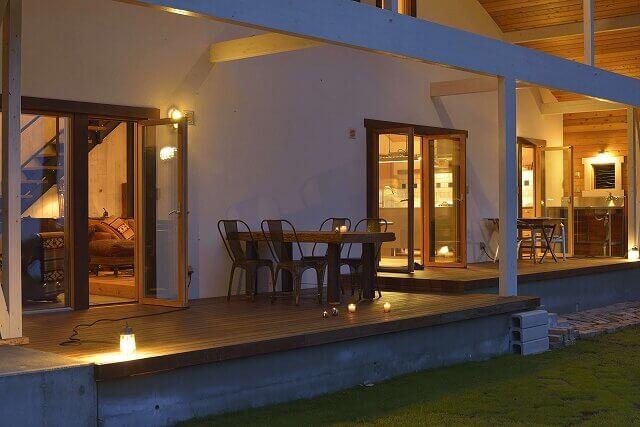 ウッドデッキ、大屋根、スイス漆喰、那須、自然素材の家、高断熱高気密、 木製トリプルサッシ